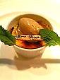 デザートはクレームブリュレに紅茶のアイスを添えて