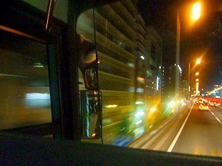 夜行バスの車窓から